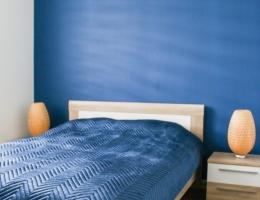 Sypialnia z łóżkiem-min